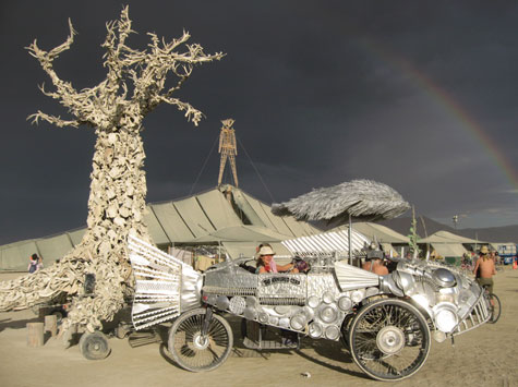 bm bone tree The Green Art of Burning Man 2007   More Symbolic than Sustainable